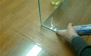 Клеим стекло
